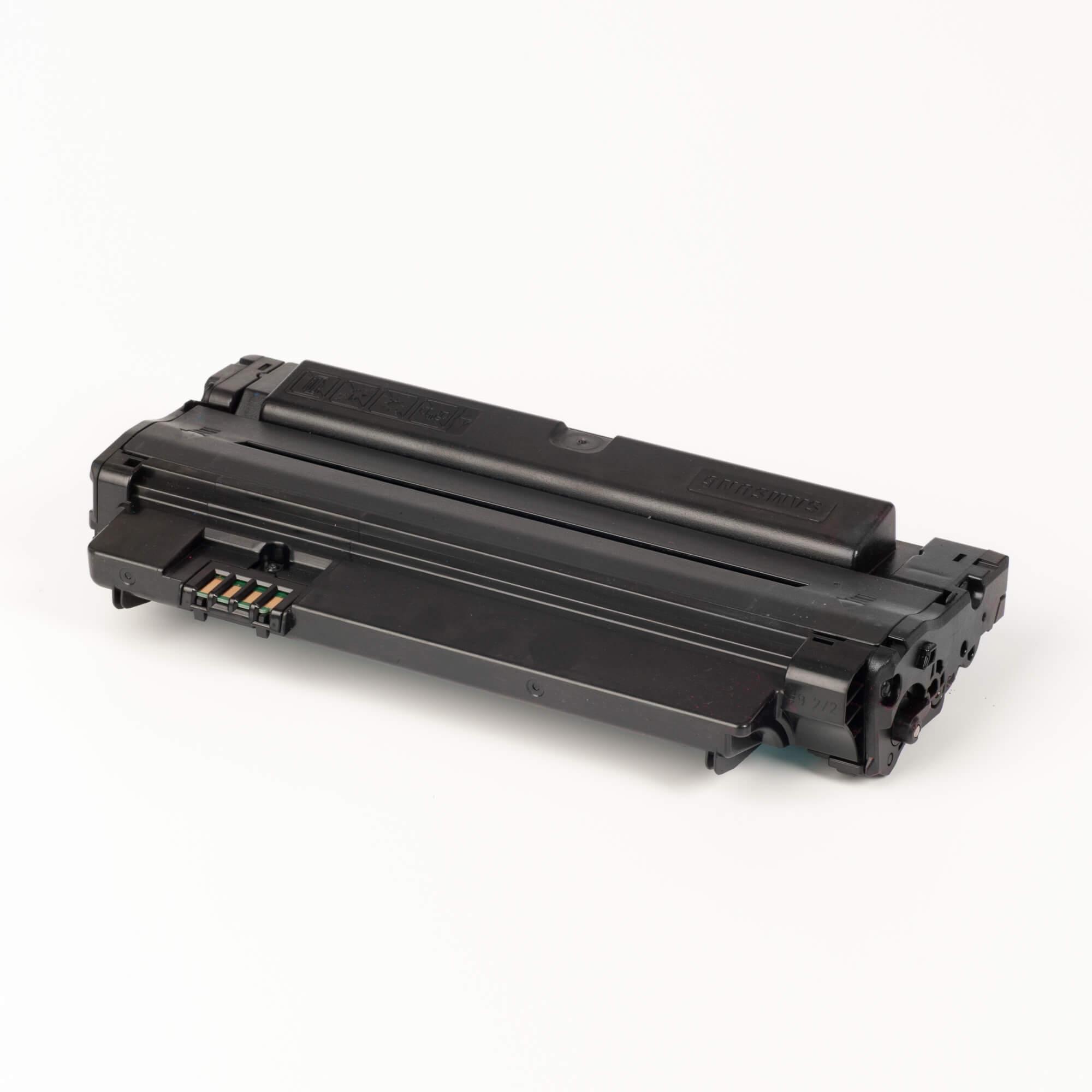 Auf dem Bild sehen Sie eine Samsung MLT-D1052L/ELS Original Toner Schwarz