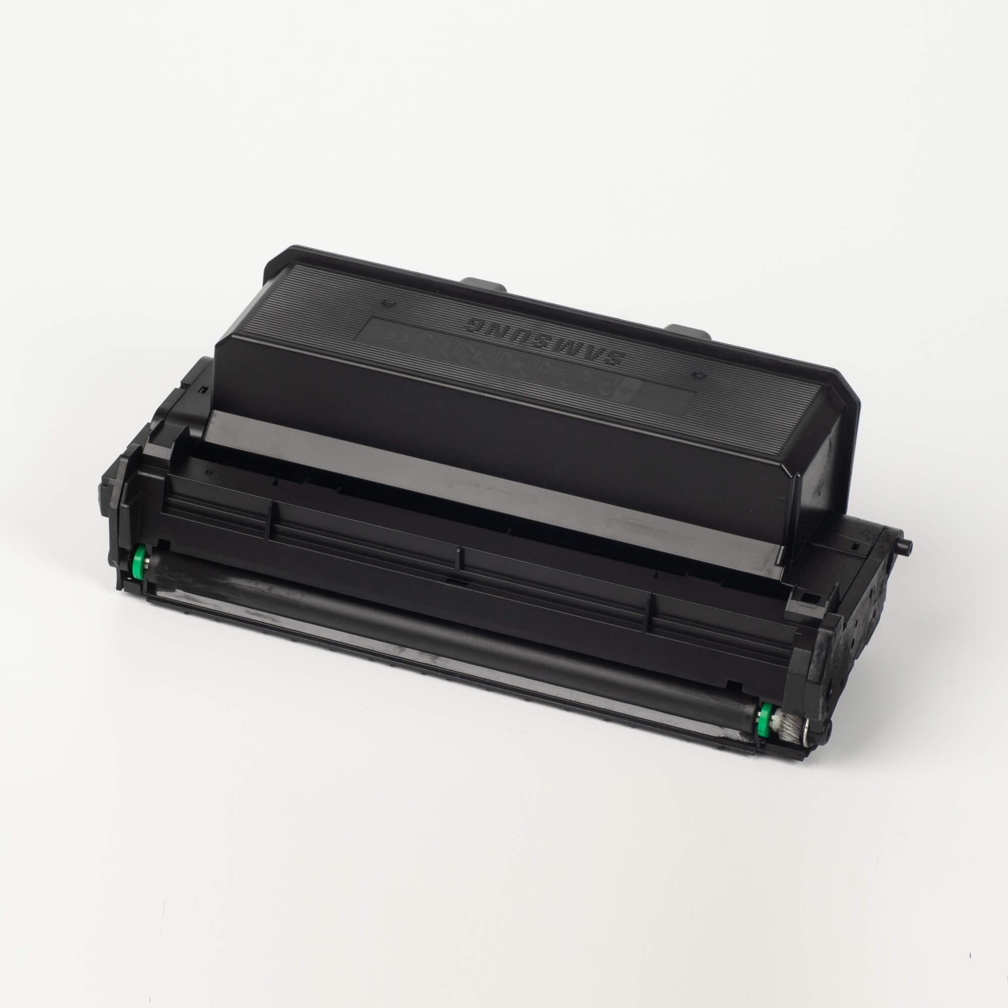 Auf dem Bild sehen Sie eine Samsung MLT-D204E/ELS Original Toner Schwarz