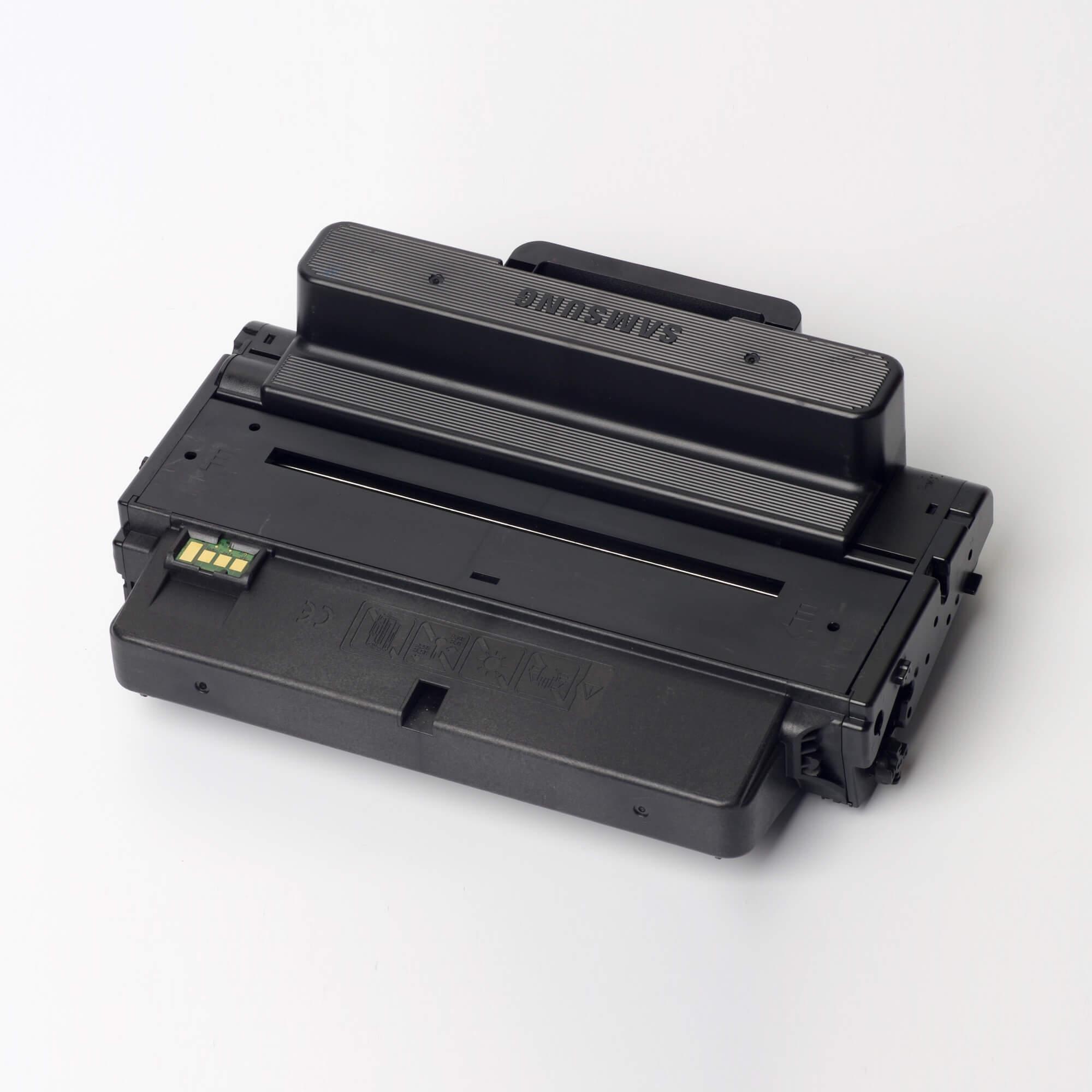 Auf dem Bild sehen Sie eine Samsung MLT-D205L/ELS Original Toner schwarz