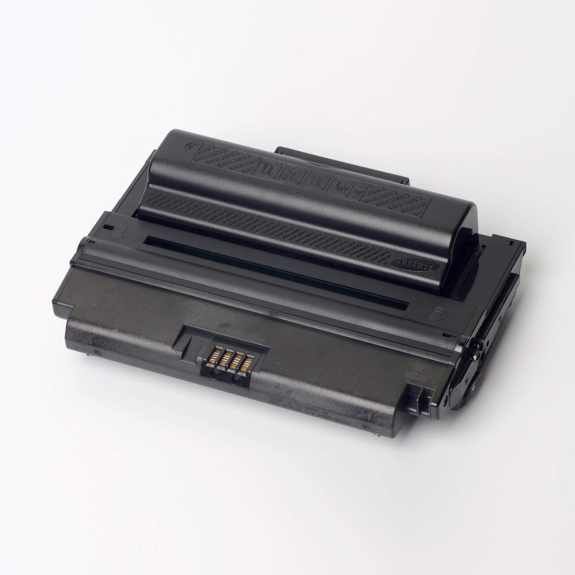 Auf dem Bild sehen Sie eine Samsung MLT-D2082L/ELS Original Toner Schwarz