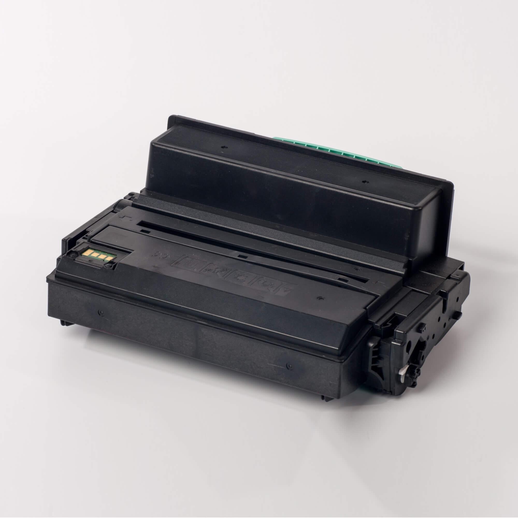 Auf dem Bild sehen Sie eine Samsung MLT-D305L/ELS Original Toner Schwarz